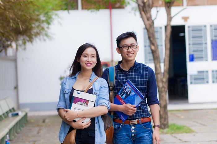 tình yêu thời sinh viên nên hay không?
